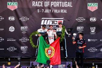 Podium: 1. Tiago Monteiro, 2. Yvan Muller, 3. Yann Ehrlacher