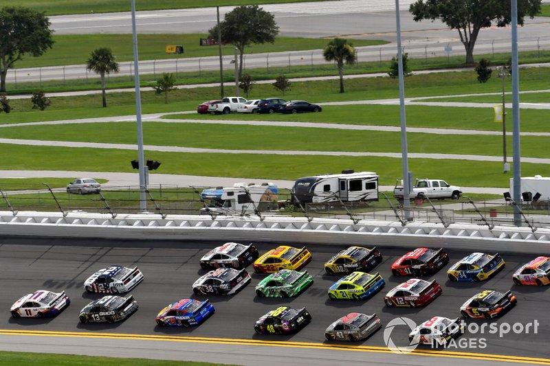 Denny Hamlin, Joe Gibbs Racing, Toyota Camry FedEx Office and Brad Keselowski, Team Penske, Ford Mustang Miller Lite