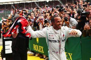 Race winner Lewis Hamilton, Mercedes AMG F1 W10 with a flag