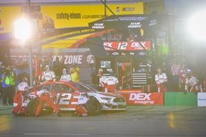 Ryan Blaney, Team Penske, Ford Mustang DEX Imaging makes a pit stop, Sunoco