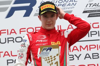 Il vincitore della gara Frederik Vesti, Prema Powerteam, sul podio