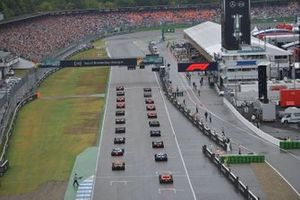 Lewis Hamilton, Mercedes AMG F1 W10, and Max Verstappen, Red Bull Racing RB15, lead the field away at the start