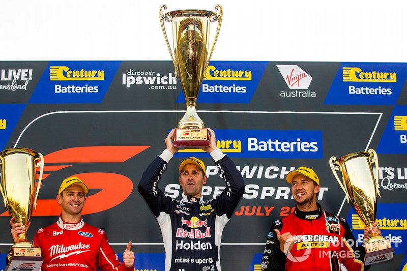 Yarış galibi Jamie Whincup, Triple Eight Race Engineering Holden, 2. Will Davison, 23Red Racing Ford, 3. Chaz Mostert, Tickford Racing Ford
