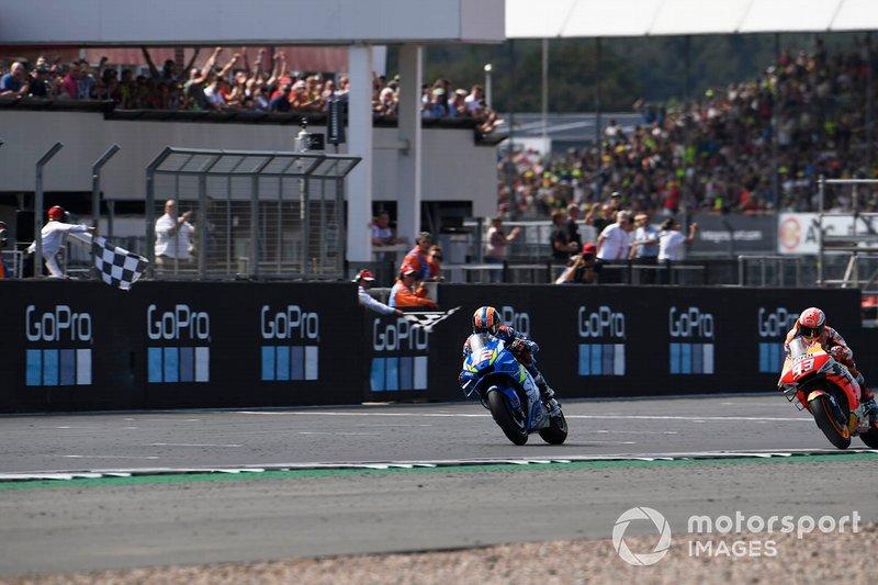 Ganador Alex Rins, Team Suzuki MotoGP, segundo Marc Márquez, Repsol Honda Team