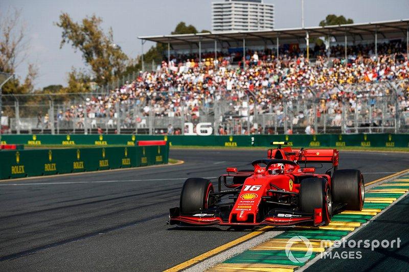 """O chefe da Ferrari, Mattia Binotto explicou a ordem mais tarde: """"Quando Seb apostou nos pneus médios, não teve o controle que esperava. Ele foi ultrapassado por Max Verstappen, então decidimos trazer o carro para casa. Ele estava administrando os pneus até o final. Faltando 10 voltas para o final, decidimos não correr riscos e manter posições para garantir os pontos""""."""