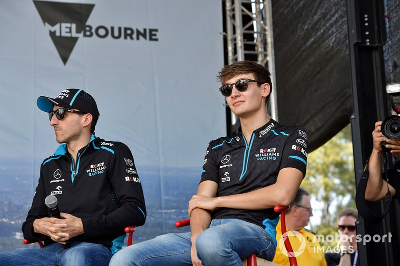 Robert Kubica, Williams Racing, e George Russell, Williams Racing, sul palco