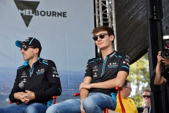 Robert Kubica, Williams Racing, et George Russell, Williams Racing, sur scène