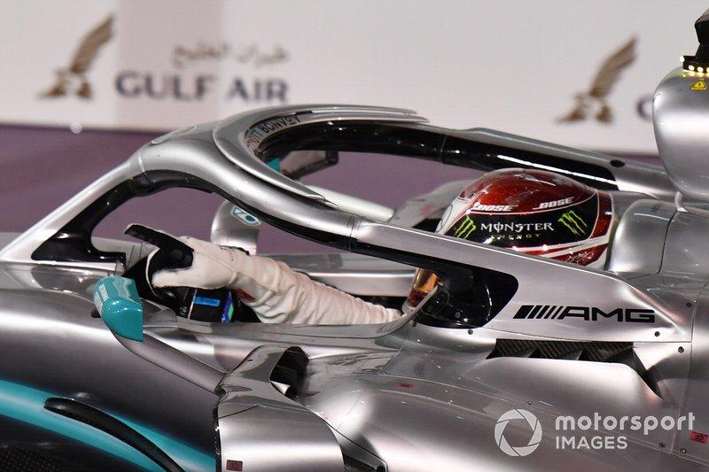 Lewis Hamilton, Mercedes AMG F1 W10, 1° classificato, arriva nel parco chiuso