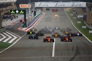Sebastian Vettel, Ferrari SF90, voor Charles Leclerc, Ferrari SF90, Lewis Hamilton, Mercedes AMG F1 W10, Valtteri Bottas, Mercedes AMG W10, Max Verstappen, Red Bull Racing RB15, Kevin Magnussen, Haas F1 Team VF-19