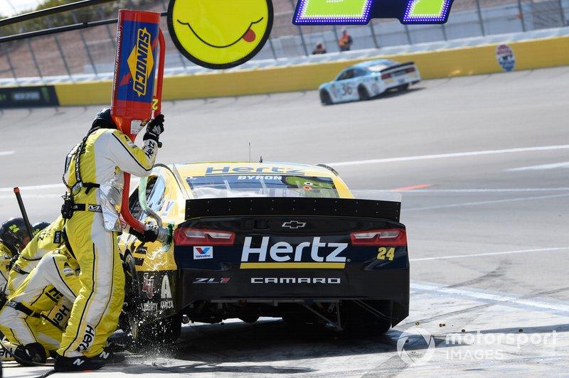 William Byron, Hendrick Motorsports, Chevrolet Camaro Hertz, makes a pit stop