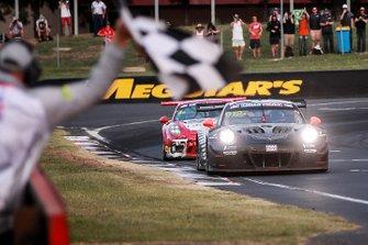 Ganadores #912 EBM Porsche 911 GT3-R: Dirk Werner, Dennis Olsen, Matt Campbell