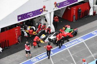 Lucas Di Grassi, Audi Sport ABT Schaeffler, Audi e-tron FE05, changes his nose
