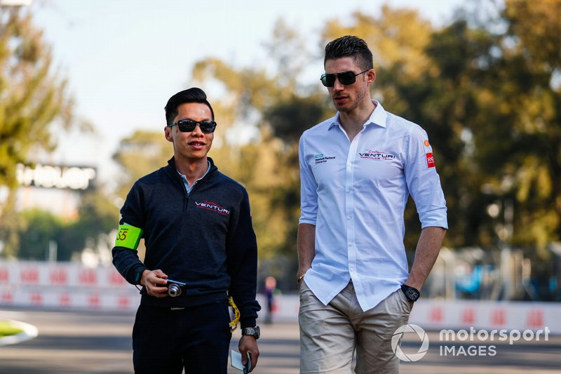 Edoardo Mortara, Venturi Formula E, on the track walk with the team
