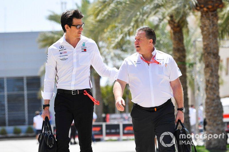Toto Wolff, director ejecutivo de Mercedes y Zak Brown, de McLaren