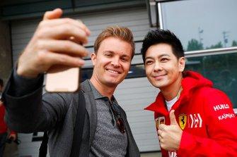 Jimmy Lin, cantante, e l'ex Campione del Mondo di F1 Nico Rosberg