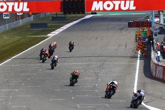 Jonathan Rea, Kawasaki Racing, guida il gruppo degli inseguitori