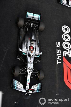 Lewis Hamilton, Mercedes AMG F1 W10, arrive dans le Parc Fermé
