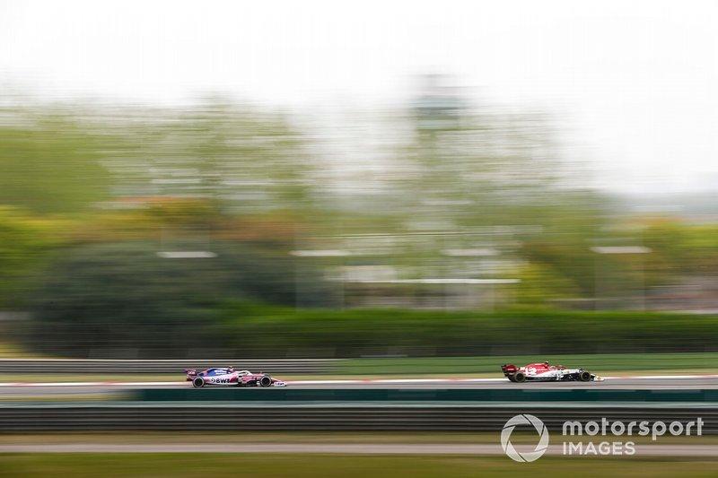 Antonio Giovinazzi, Alfa Romeo Racing C38, devance Lance Stroll, Racing Point RP19
