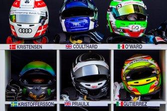 Шлемы гонщиков