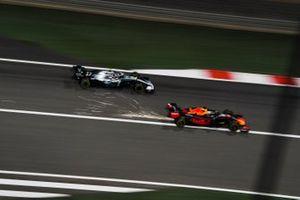 Max Verstappen, Red Bull Racing RB15, battles with Valtteri Bottas, Mercedes AMG W10