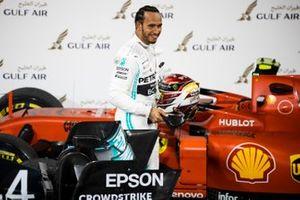 Le vainqueur, Lewis Hamilton, Mercedes AMG F1, dans le parc fermé