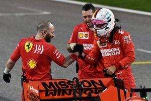 Sebastian Vettel, Ferrari, in griglia dopo aver conquisttato la seconda posizione in qualifica e aver ottenuto la prima fila