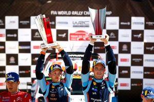 Podium: Thierry Neuville, Nicolas Gilsoul, Hyundai Motorsport Hyundai i20 Coupe WRC