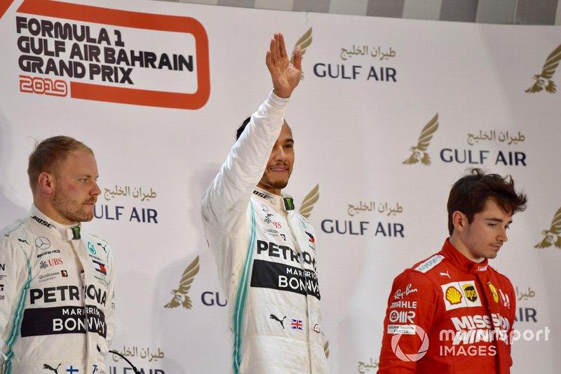 Tras el problema de fiabilidad de Leclerc en Bahrein, segunda cita del año, Hamilton recogió el regalo y ganó la carrera, mientras que Bottas tampoco tuvo problemas para dar el doblete a Mercedes por delante del monegasco de Ferrari