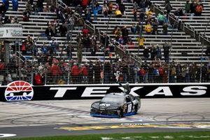 Yarış galibi Kyle Busch, Joe Gibbs Racing, Toyota Supra iK9