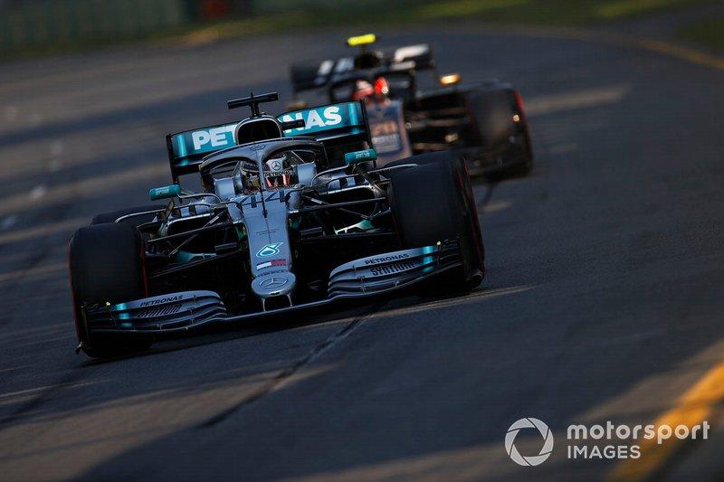 Льюіс Хемілтон, Mercedes AMG F1 W10, Кевін Магнуссен, Haas F1 Team VF-19