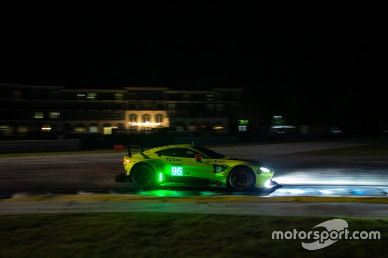 #95 Aston Martin Racing Aston Martin Vantage AMR: Марко Соренсен, Ники Тим, Даррен Тернер
