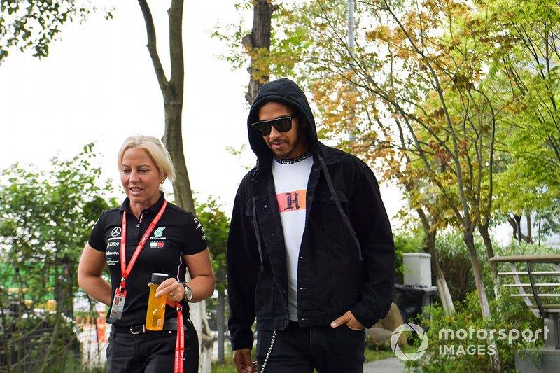 Lewis Hamilton, Mercedes AMG F1 ed Angela Cullen, fisioterapista, Mercedes AMG F1