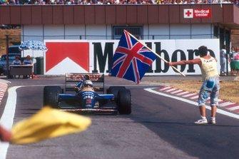 Nigel Mansell, Williams FW14B Renault, celebra ganar el Campeonato del Mundo de pilotos
