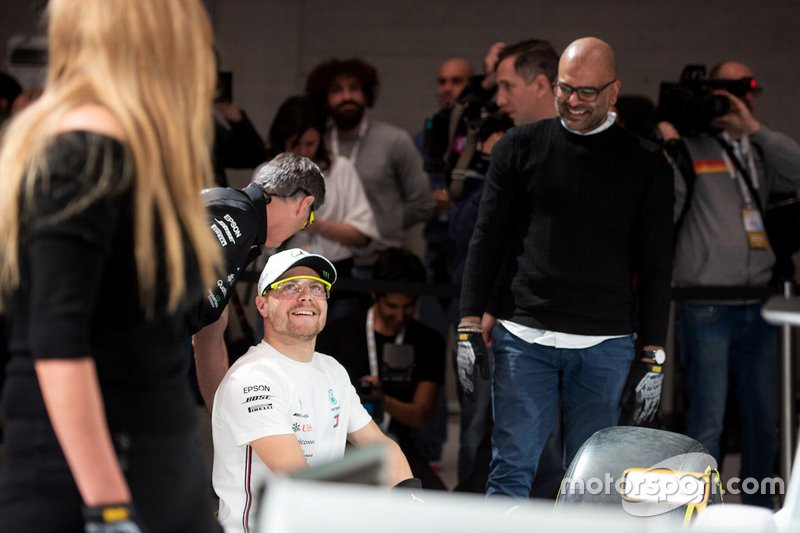 Valtteri Bottas, Mercedes-AMG Petronas Motorsport compete nella Pit stop challenge