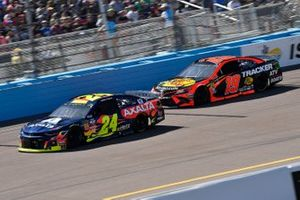 William Byron, Hendrick Motorsports, Chevrolet Camaro Axalta and Martin Truex Jr., Joe Gibbs Racing, Toyota Camry Bass Pro Shops