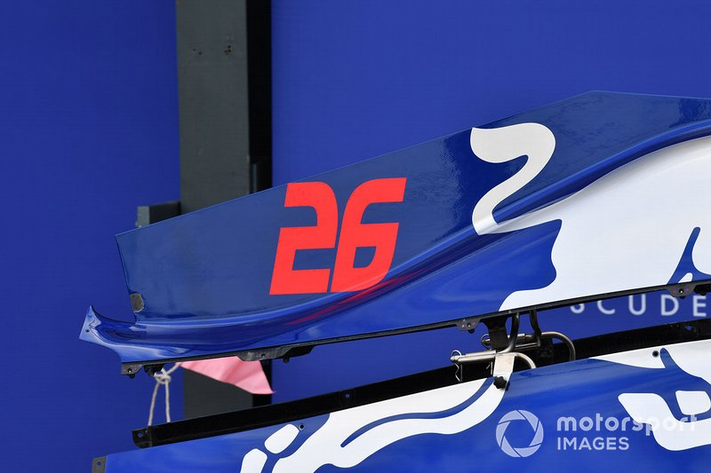 Daniil Kvyat's Toro Roso STR14 bodywork in the pit lane, and number 26 detail
