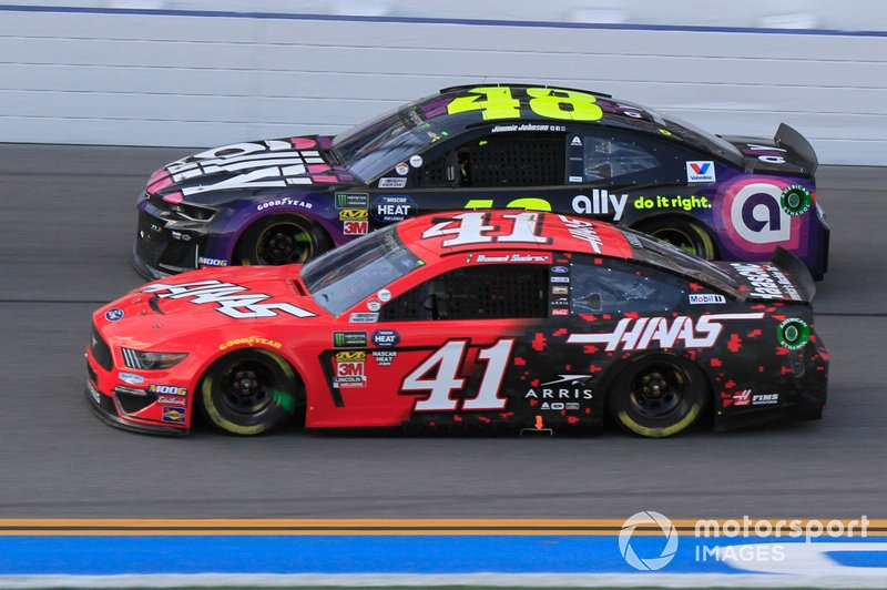 Daniel Suarez, Stewart-Haas Racing, Ford Mustang Haas Automation, Jimmie Johnson, Hendrick Motorsports, Chevrolet Camaro Ally