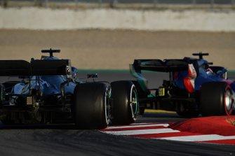 Lewis Hamilton, Mercedes-AMG F1 W10 EQ Power+ and Daniil Kvyat, Scuderia Toro Rosso STR14