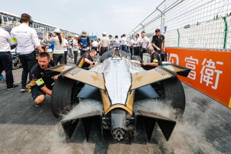 Jean-Eric Vergne, DS TECHEETAH DS E-Tense FE19 on the grid surrounded by engineers