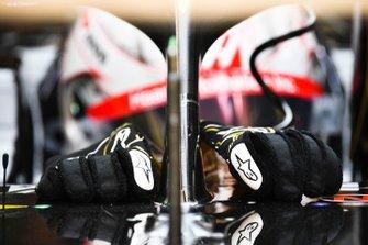 The gloves of Romain Grosjean, Haas F1