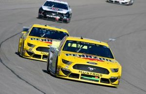 Ryan Blaney, Team Penske, Ford Mustang Menards/Pennzoil Ford and Joey Logano, Team Penske, Ford Mustang Pennzoil