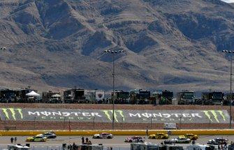 Ryan Blaney, Team Penske, Ford Mustang Menards/Pennzoil Ford, Erik Jones, Joe Gibbs Racing, Toyota Camry SportClips