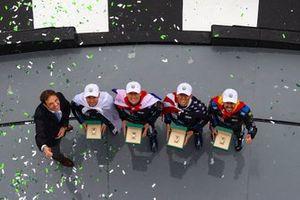 #10 Wayne Taylor Racing Cadillac DPi: Renger Van Der Zande, Jordan Taylor, Fernando Alonso, Kamui Kobayashi, fêtent leur victoire et reçoivent leur Rolex