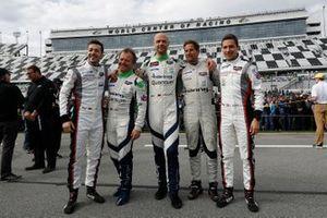 Гонщики NGT Motorsport Юрген Херинг, Свен Мюллер, Клаус Бахлер, Штеффен Гериг и Альфред Ренауэр