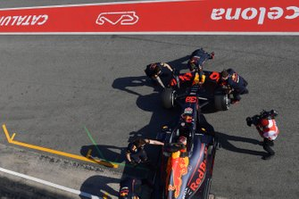 Mecánicos de Red Bull con Max Verstappen, Red Bull Racing RB15