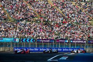 Pascal Wehrlein, Mahindra Racing, M5 Electro Oliver Rowland, Nissan e.Dams, Nissan IMO1, Lucas Di Grassi, Audi Sport ABT Schaeffler, Audi e-tron FE05, all in attack mode