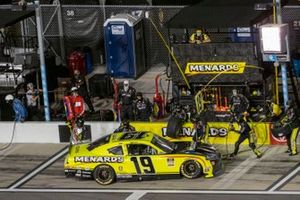 Brandon Jones, Joe Gibbs Racing, Toyota Supra Menards/Pelonis pit stop