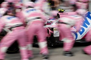 Lance Stroll, Racing Point RP20, makes a pit stop