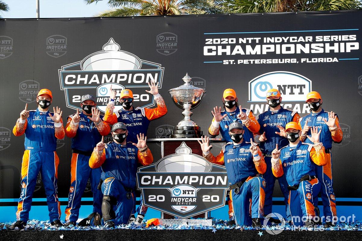 El campeón Scott Dixon, el Chip Ganassi Racing Honda y el equipo