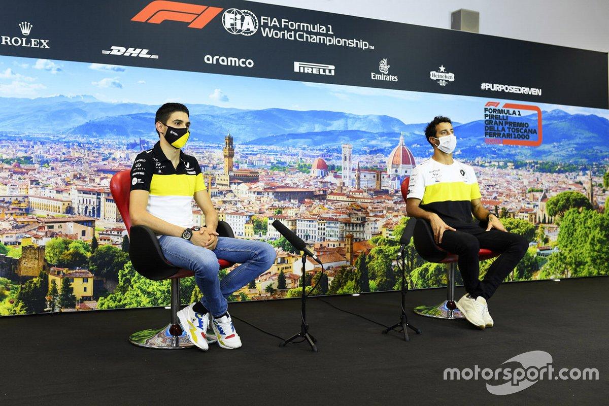 Esteban Ocon, Renault F1 y Daniel Ricciardo, Renault F1 en la conferencia de prensa